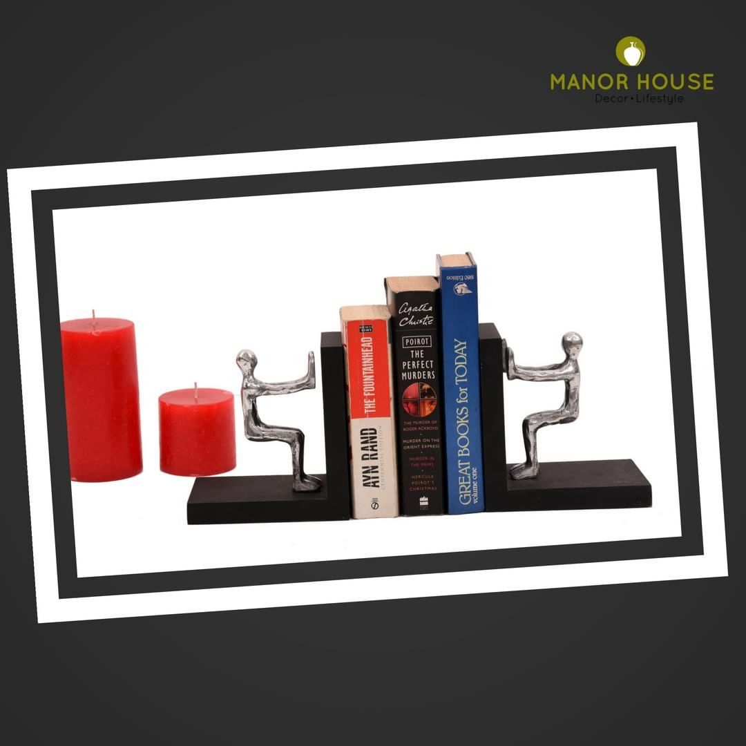 Display your books in style. Bookends for book lovers. @manorhouse  #booklover #bookends #interiorinspo #homeinspo #manorhousedecor #ManorHouse #style #instagood #home #officedecor #giftsforhim