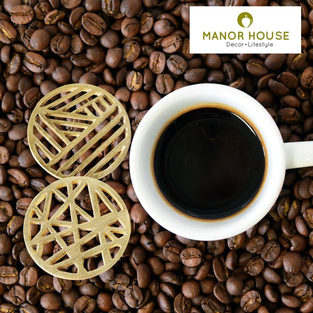 These new metal coaster set of four come in four distinct patterns. The gold finish will pop up any table surface. @manor_house_decor  Shop link in bio #manorhousedecor #ManorHouse #tabledecor #tablesetting #metalcoasters  #coasters #giftideas #festivegifts #diwaligifts #corporategifts #gurgaonmoms