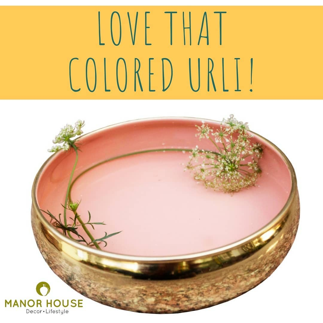 Subtly decorate with this gorgeous peach urli. Make these your gifts for your friends this festive season. #instagood #instadecor #homedecoration #homedeco #platters #festiveseason #diwaligifts #giftsforhome #urli #manorhousedecor #lovefordecor #lovefordesign