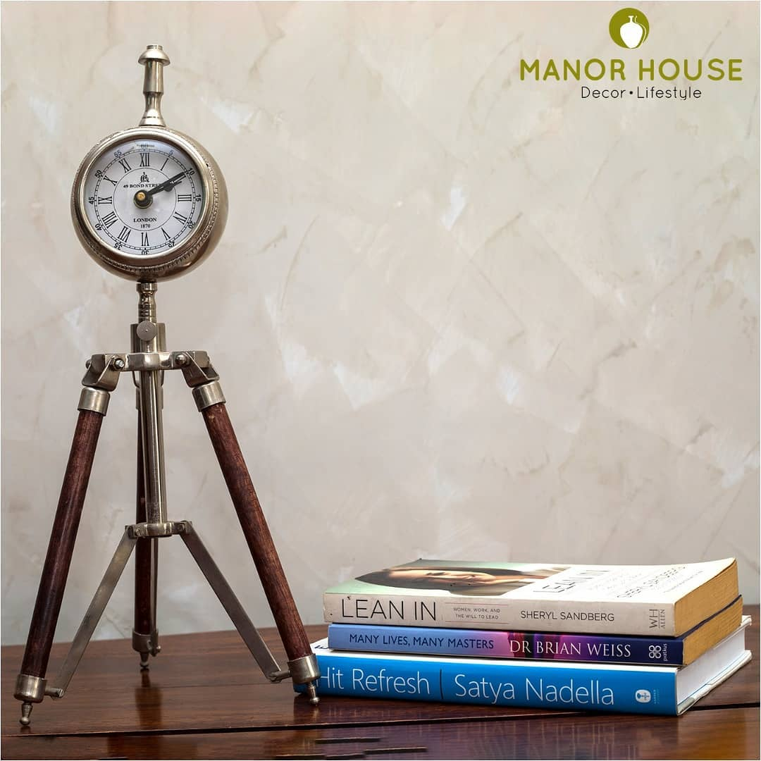 Timepiece, tripod clock @manor_house_decor  #corporateevents #corporatedesign #corporatestyle #giftideas #giftsforhim #manorhousedecor #tabledecor #tableclock  @blackbirdpixel