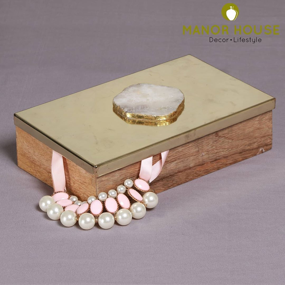 Decorative boxes are great way to declutter space: your jewellery, knick knacks, stationary, kids stuff. They really make nice organizers and are amazing to keep aesthetics of homes intact. #orgnisers #decorativeboxes #jewellerybox #costumejewelry #konmari #manorhousedecor #organizinghomes #declutteryourhome
