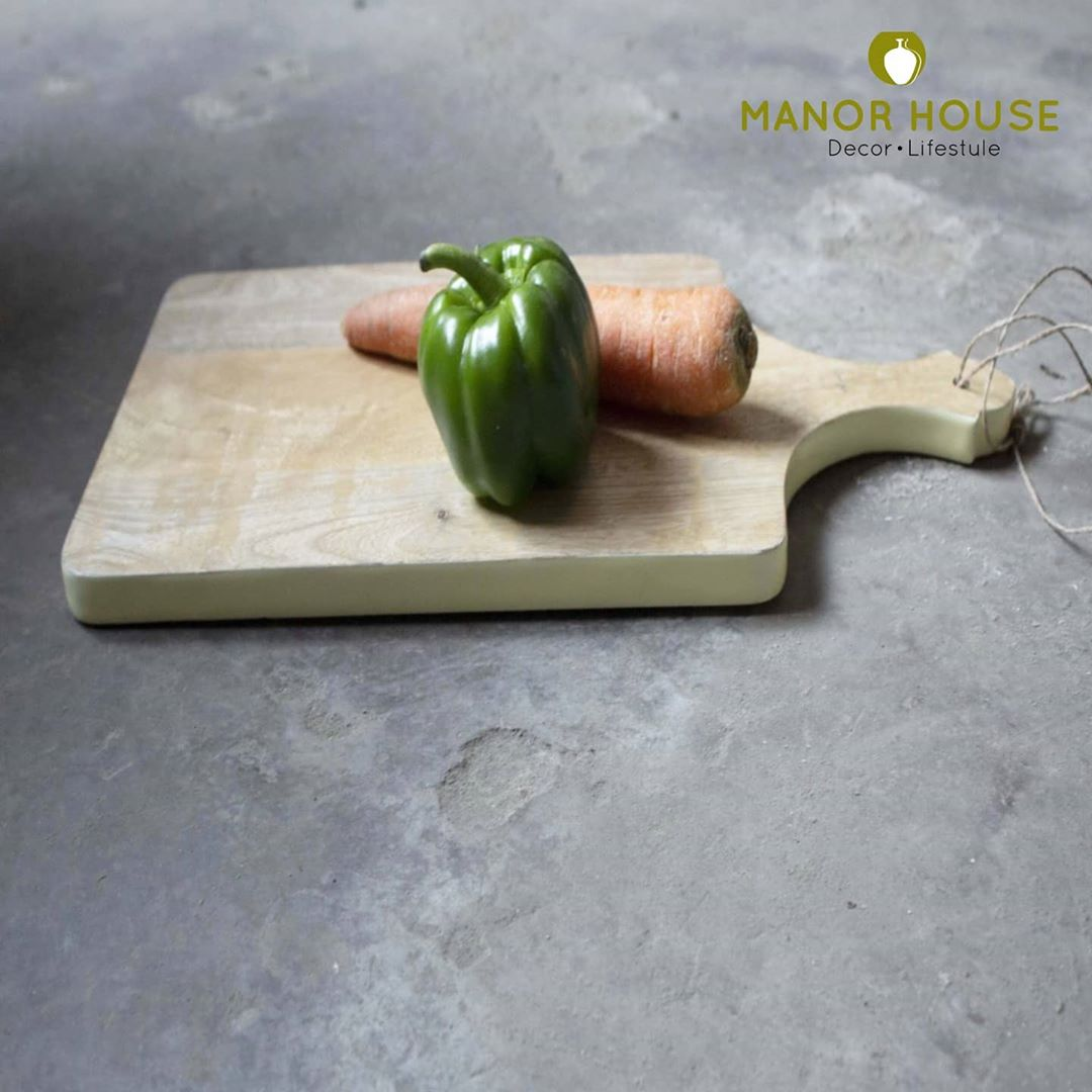 Many of us started appreciating kitchen utility products which help in improving our efficiency in the kitchen. Chopping boards are so essential! @manor_house_decor chopping boards can be used as platters.  #kitchendecor #diningroomdecor #choppingboard #cheeseboard #homecooking