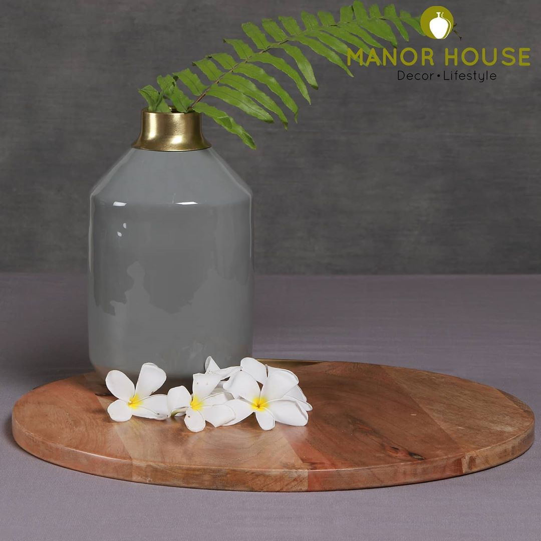 Awesome gifts are ones that  bring instant excitement to use the gift. This grey vase is one such gem. @manor_house_decor #vase #planters #plantsofinstagram #manorhouse #beautifulhomes #gifts #diwalidecor #interiorstyling #interiorstylist #diwaligifts #diwali2020