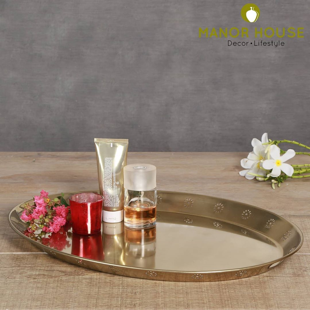 Display trays organize things marvelously and the list on how to style these is just endless.  On coffee tables for table accents,  In pooja rooms for divas and idols On entrance tables for your keys and bills In powder rooms, for your lotions and perfumes. We are in awe.   #manorhouse #organizedhome #organizers #professionalorganizer #tray #trinkletorganiser #displaytray #goldtray