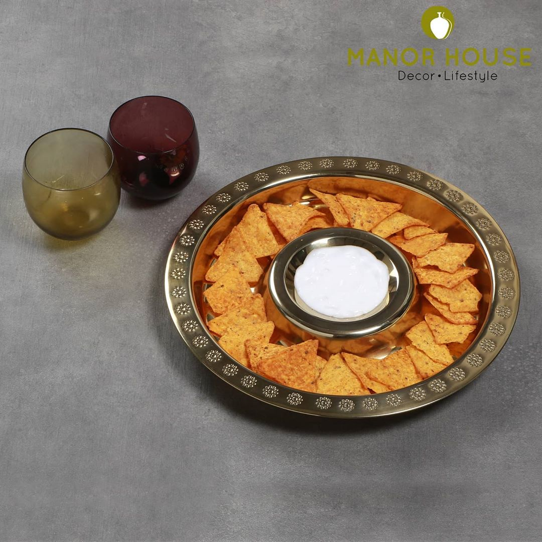 Manor House Decor,  cakestand, cloche, manorhousedecor, diningroomdecor, serveware, cupcakestand, buyhomedecor, homedecoration, housetohome, goodhomes, beautifulhomes, brunchgoals, rakshabandhan