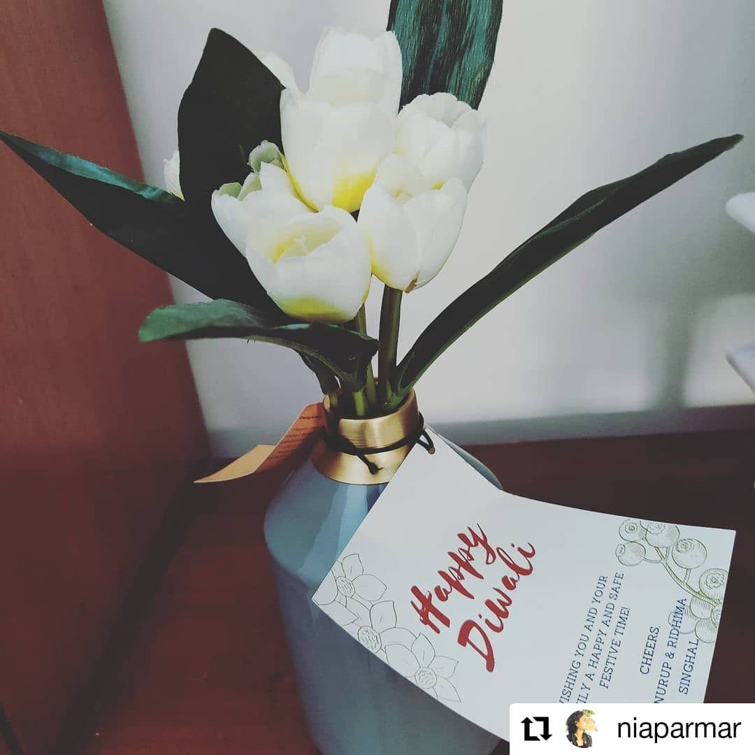Thank you for the mention @niaparmar #Repost @niaparmar • • • • • • Delhi, India  The perfect vase for everyone from #manor_house_decor  elegant color just perfect to let's your flowers shine #loveflowers #vase #decor #diwali2020 #diwaligifts