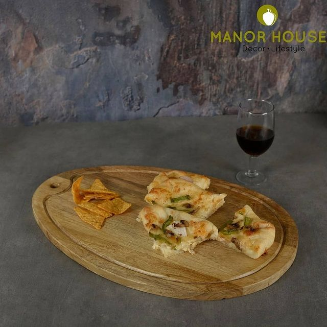 Make your dishes look more delicious & presentable with this Wooden Oval Grooved Platter Cheese Board. This platter can be a perfect match for your perfect kitchen. . . . . #mangowood #premiumplatters #woodenplatter #ovalplatter #homeplatters #serveware #dinnerware #mangowoodplatter #dinnercollection #tabledecor #tablesetting #platter #kitchendecor #dining #tablescapeartist #tablesettingideas #tablesettings #dinnersetting #dinnerset #dinnerplate #snackplate #brunchathome #beautifulhomes #decor #durable #copper #ecofriendly #saturdayvibes #weekendvibes @bloominghomeee  @transformation_tales @home_iswhereheartis @raw_all_india #uchomes @urbancompany_homes @pretty_small_spaces @creative_homestyles