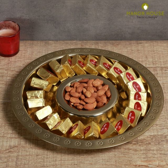 This Raksha Bandhan showcase your culinary creations with a professional and elegant dip serving platter. This beautifully crafted Chip and Dip  design is perfect for special occasions. . . . #rakhi #giftingideas  #rakshabandan #festivals #festiveready #homedecor #serveware #tray #tabledecor #tablesettings #tablescpes #decor #creativehomes #homedecor #manorhouse #uchomes #beautifulhomes #diy #idea #beautifuldecor #urbanhomes #india #delhi #homestore @blomminghomeee @transformation_tales @home_iswhereheartis @raw_all_india @urbancompany_homes @creative_homestyles #handmade #homedecor #love