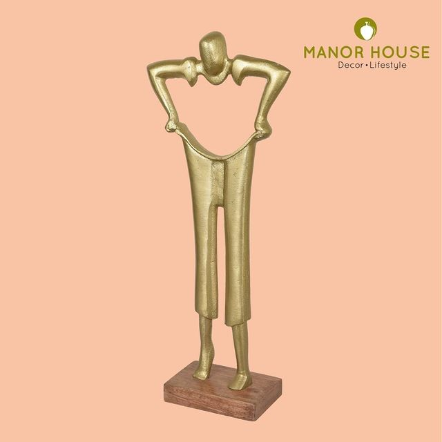 Beautify your homes with this smart table décor artifact. This pulling pant sculpture can be placed at your office office desk or your side table. . . . . . #sculpture #homestyling #homedecor #tabledecor #motivational #teamwork #entrepreneur #entrepreneurmindset #corporategifts #gifting #decor #officedecor #desktop #giftingideas #manorhouse #urbanhomes #homestore #tablesetup @blomminghomeee @transformation_tales @home_iswhereheartis @raw_all_india @urbancompany_homes @creative_homestyles #handmade #homedecor #love